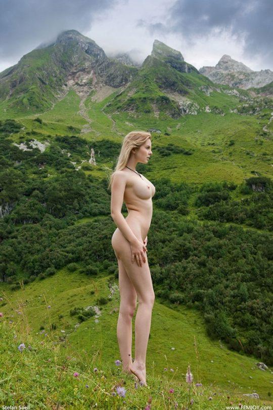 【大自然エロ画像】外 国 人 ネ キ の ヌ ー ド i n 大 自 然 、 君 は こ の 画 像 を ど う 使 う ?(意味深)(画像30枚)・13枚目
