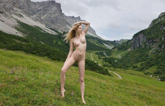 【大自然エロ画像】外 国 人 ネ キ の ヌ ー ド i n 大 自 然 、 君 は こ の 画 像 を ど う 使 う ?(意味深)(画像30枚)・25枚目