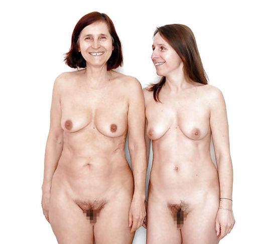【母娘エロ画像】母娘ヌード2ショット、これどんな気持ちで撮られてるんだ。。。(画像30枚)・8枚目
