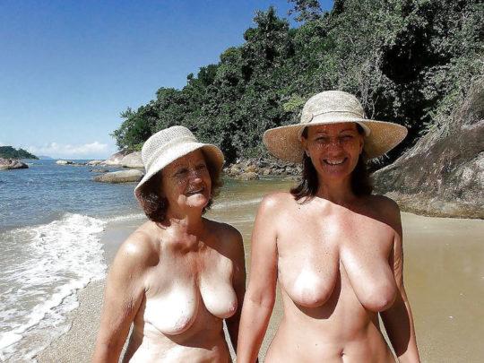 【母娘エロ画像】海外の裸族一家&母娘ヌード、こいつ等ガチで頭おかしくて草wwwwwwww(画像130枚)・121枚目