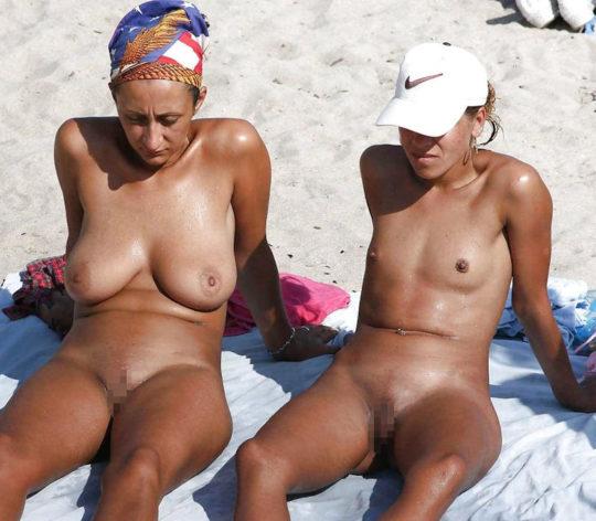 【母娘エロ画像】海外の裸族一家&母娘ヌード、こいつ等ガチで頭おかしくて草wwwwwwww(画像130枚)・125枚目