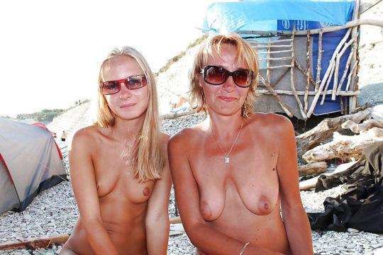 【母娘エロ画像】海外の裸族一家&母娘ヌード、こいつ等ガチで頭おかしくて草wwwwwwww(画像130枚)・128枚目