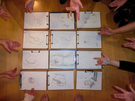 【悲報】女性デザイナー達が男性の金玉をデッサンする会が開催、キ○ガイ過ぎワロタwwwwwwww(画像あり)・4枚目
