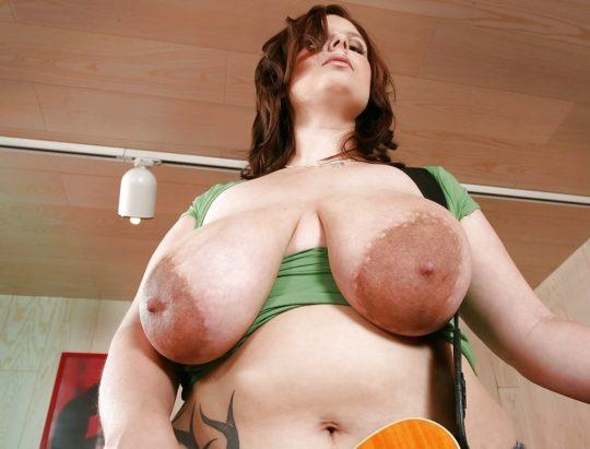 【デカ乳首エロ画像】妊婦のデカ乳首が好きなワイ将、外国人ガチ勢のサイズに絶句・・・(画像あり)・18枚目