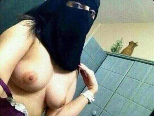 """【画像】イスラム民族衣装""""ヒジャブ""""とおっぱいの組み合わせが想像以上に凶悪wwwwww(画像30枚)・18枚目"""
