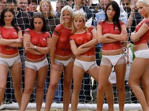 (えろ写真)サッカーイベントでガチ試合をしてる女性たちがえろい理由がこちらwwwwwwwwwwwwwwwwwwwwwwwwwwwwwwww