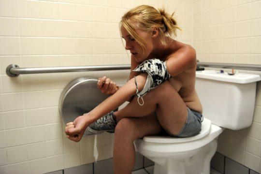 【閲覧注意】淫らな薬物中毒者の女性をご覧ください。。 ←廃人だがエロいwwwwwwwwwwwwwwwww(画像あり)・11枚目