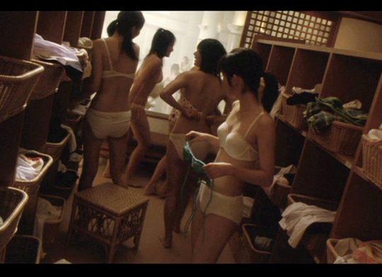 【脱衣所盗撮画像】カメラが小型進化した結果wwwwwwwwww(画像あり)・16枚目