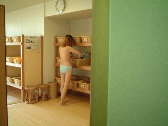 【脱衣所盗撮画像】カメラが小型進化した結果wwwwwwwwww(画像あり)・26枚目