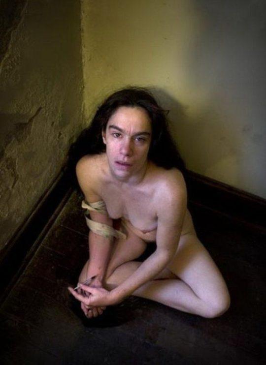 【閲覧注意】淫らな薬物中毒者の女性をご覧ください。。 ←廃人だがエロいwwwwwwwwwwwwwwwww(画像あり)・18枚目