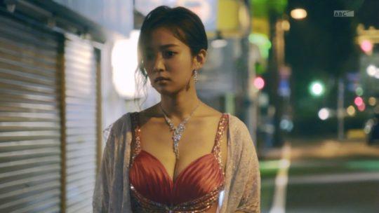 【おっぱいエロGIF】「ハケンのキャバ嬢・彩華」相変わらずほぼ100%夏菜のおっぱいドラマwwwwwwwwwwwwwww(画像、GIFあり)・7枚目