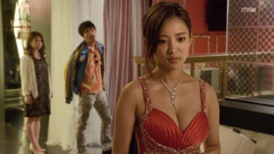 【おっぱいエロGIF】「ハケンのキャバ嬢・彩華」相変わらずほぼ100%夏菜のおっぱいドラマwwwwwwwwwwwwwww(画像、GIFあり)・16枚目
