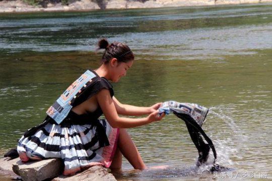 【撮り放題】横乳がクッソエロい中国の少数民族の衣装wwwwwwwwwwwwww(画像あり)・4枚目
