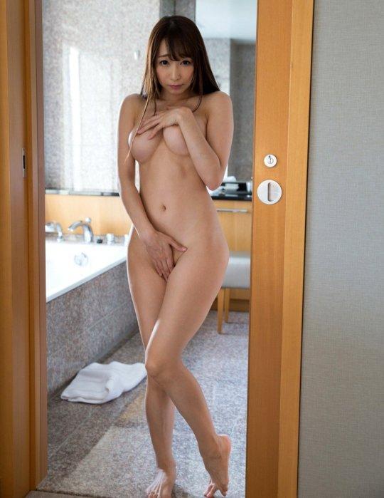 【サイボーグ】AV女優の蓮見クレアさん、明らかな偽乳&整形なのにやたらヌケる有能っぷりwwwwwwww(画像133枚)・35枚目