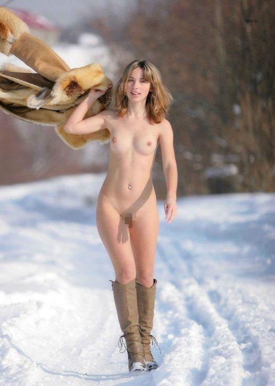 【寒中ヌード】露出狂の外人ネキ、冬の雪山でも元気いっぱいでワロタwwwwwwwwwww(画像30枚)・2枚目