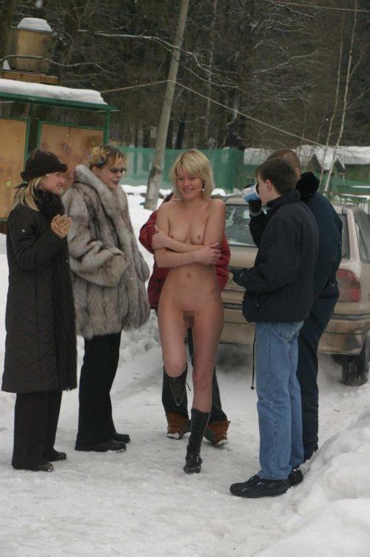 【寒中ヌード】露出狂の外人ネキ、冬の雪山でも元気いっぱいでワロタwwwwwwwwwww(画像30枚)・9枚目