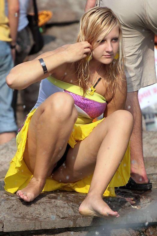 【撮り放題】油断し過ぎな外人ネキ、一歩外に出たらガチのパンチラ祭りでワロタwwwwwwwwww(画像30枚)・12枚目
