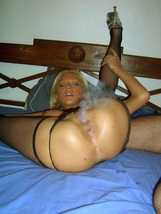 「マンコ」でタバコ吸えると自慢げに披露する女・・・まぁスゴイけどwwwww(GIFあり)・3枚目