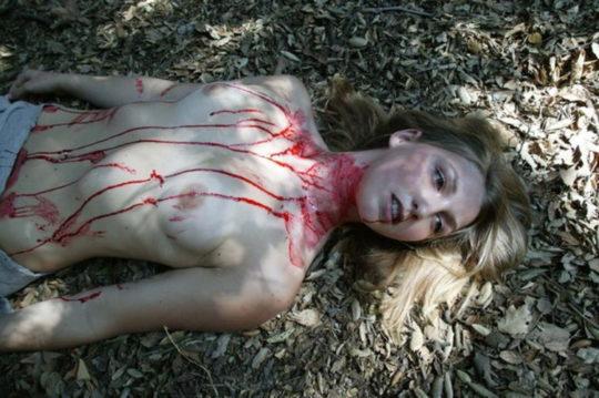 【グロエロ】死んでる全裸の女を見る死体アートとかいうジャンル。。(画像あり)・22枚目