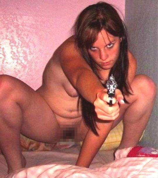 【絶望】銃で脅されて逆レイプという男の夢、現実は非情でワイ絶望・・・・・orz(画像あり)・2枚目