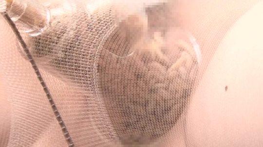 【超閲覧注意】この肛門に虫入れてるAVがキチガイすぎると話題、ガチで心して見ろよ・・・・・(画像あり)・2枚目