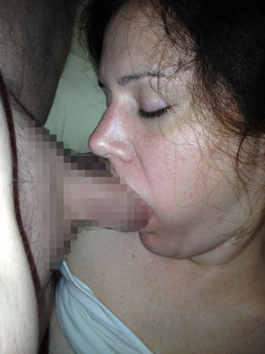 【睡眠姦】外人ニキ「よっしゃ寝とるな、ポロン」彼女「むにゃむにゃ・・・パクー」←絶対起きてるよなwwwwwwwwww(画像あり)・23枚目