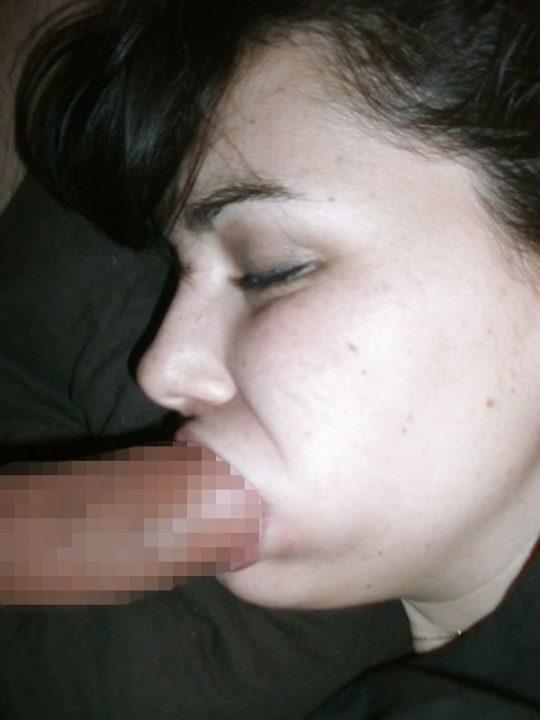 【睡眠姦】外人ニキ「よっしゃ寝とるな、ポロン」彼女「むにゃむにゃ・・・パクー」←絶対起きてるよなwwwwwwwwww(画像あり)・24枚目