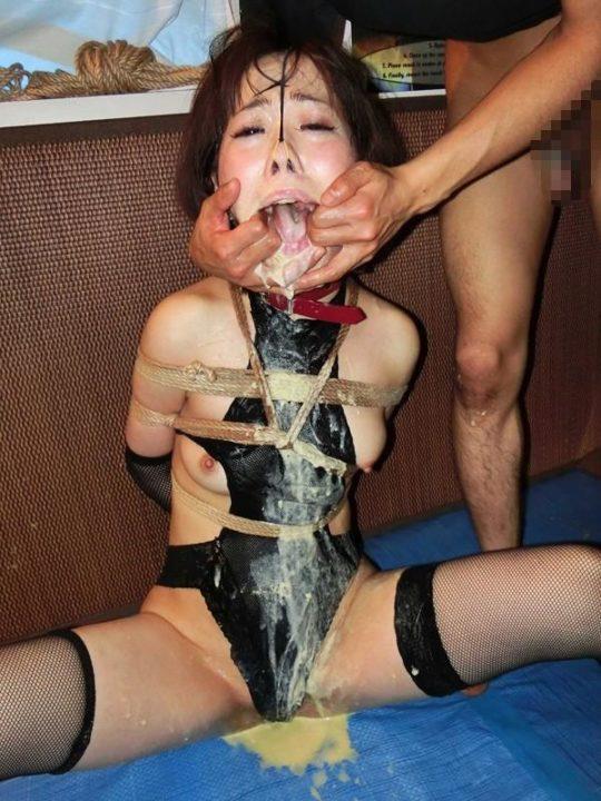 【閲覧注意】嘔吐セックスという超マニアックな性行為、ゲロの躍動感ワロタwwwwwwww(画像あり)・8枚目