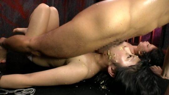 【閲覧注意】嘔吐セックスという超マニアックな性行為、ゲロの躍動感ワロタwwwwwwww(画像あり)・16枚目