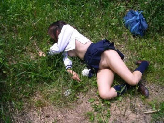 【胸糞エロ】レイプ後その場に放置されたまんさん、さすがにコレは草も生えんな・・・・・(画像30枚)・4枚目