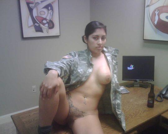 【勃起不可避】世界最高峰の米軍女兵士、雌ゴリラに混ざってモデルみたいな美女が居てワロタwwwwwwwww(画像30枚)・26枚目