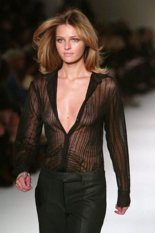 【困惑】デザイナーの言いなりのモデルまんさん、とんでもない衣装を着せられるwwwwwwwwwwwwwww(画像あり)・10枚目