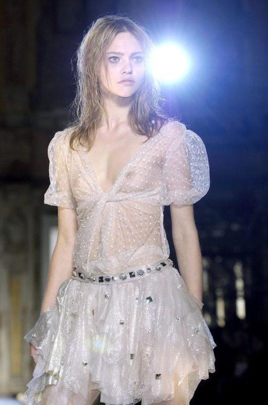 【困惑】デザイナーの言いなりのモデルまんさん、とんでもない衣装を着せられるwwwwwwwwwwwwwww(画像あり)・11枚目