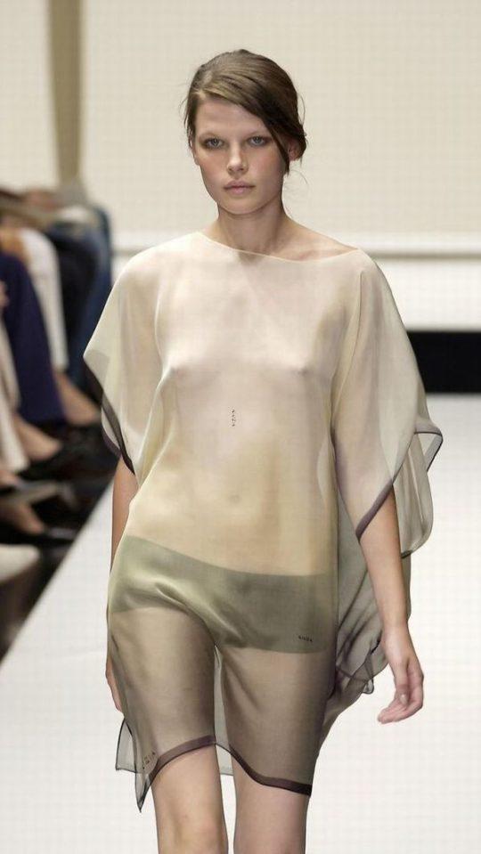 【困惑】デザイナーの言いなりのモデルまんさん、とんでもない衣装を着せられるwwwwwwwwwwwwwww(画像あり)・14枚目