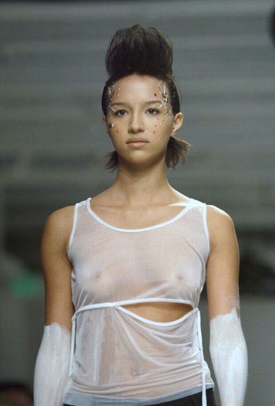 【困惑】デザイナーの言いなりのモデルまんさん、とんでもない衣装を着せられるwwwwwwwwwwwwwww(画像あり)・18枚目