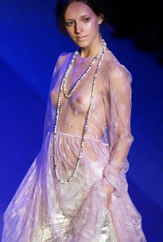 【困惑】デザイナーの言いなりのモデルまんさん、とんでもない衣装を着せられるwwwwwwwwwwwwwww(画像あり)・24枚目