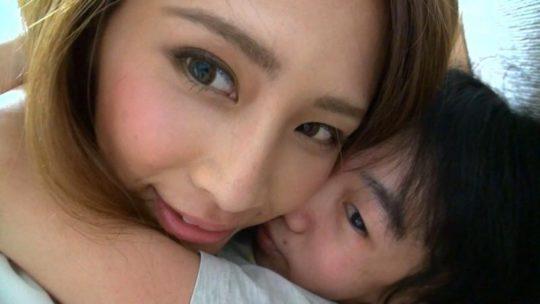 【衝撃】小〇生男子とセックスしてしまったセクシー女優をご覧ください・・・(画像あり)・3枚目