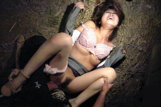 【鬼畜系】胸糞最悪なガチ系レイプ画像、これには世界中から非難轟々なのも納得・・・・・(画像25枚)・16枚目