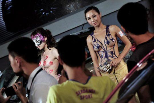 【透け過ぎ】中国のモーターショー、もはやストリップ劇場になってて草wwwwwwww(画像30枚)・6枚目