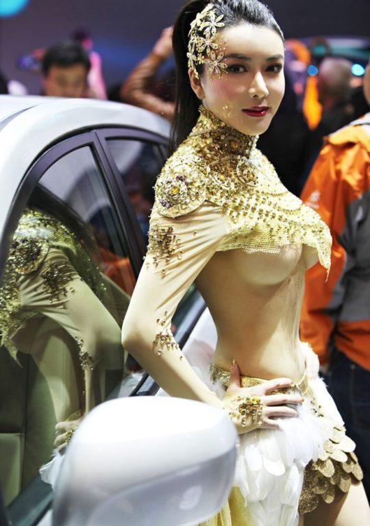 【透け過ぎ】中国のモーターショー、もはやストリップ劇場になってて草wwwwwwww(画像30枚)・18枚目