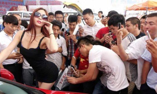 【透け過ぎ】中国のモーターショー、もはやストリップ劇場になってて草wwwwwwww(画像30枚)・27枚目
