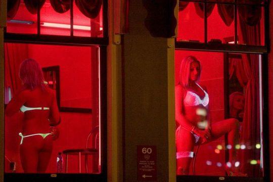 """【良心的】オランダの風俗名物""""飾り窓""""をご覧ください。このシステムええなwwwwwwwwwwwwww・8枚目"""