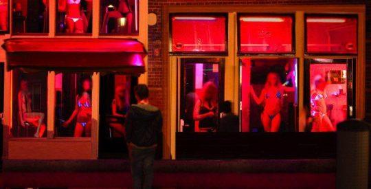 """【良心的】オランダの風俗名物""""飾り窓""""をご覧ください。このシステムええなwwwwwwwwwwwwww・19枚目"""