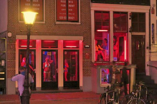"""【良心的】オランダの風俗名物""""飾り窓""""をご覧ください。このシステムええなwwwwwwwwwwwwww・22枚目"""