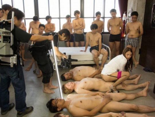【鉄の心臓】この状況でセックスできるAV男優ニキ、ハート強すぎワロタwwwwwwww(画像あり)・10枚目