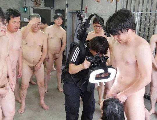 【鉄の心臓】この状況でセックスできるAV男優ニキ、ハート強すぎワロタwwwwwwww(画像あり)・11枚目
