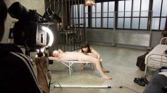 【鉄の心臓】この状況でセックスできるAV男優ニキ、ハート強すぎワロタwwwwwwww(画像あり)・24枚目