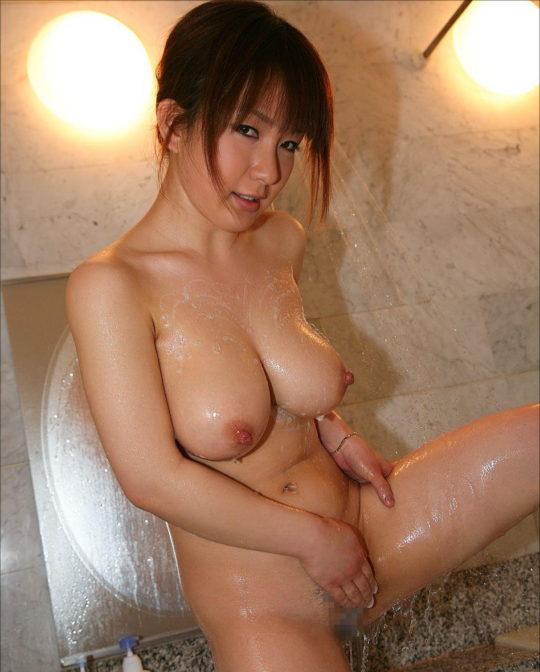 【エチケット】セックス前にちゃんとマンコ洗ってカスを除去するまんさん、超有能wwwwwwww(画像あり)・3枚目