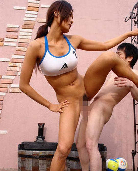 【体格差】高身長の「女型の巨人」とSEXする時に使うコレwww勝てる気しないわwwwwwwwwww(画像あり)・5枚目