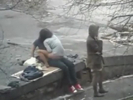【危険過ぎ】外国人露出性癖ニキのエクストリーム路上セックス、死ぬぞwwwwwwwww(画像あり)・9枚目